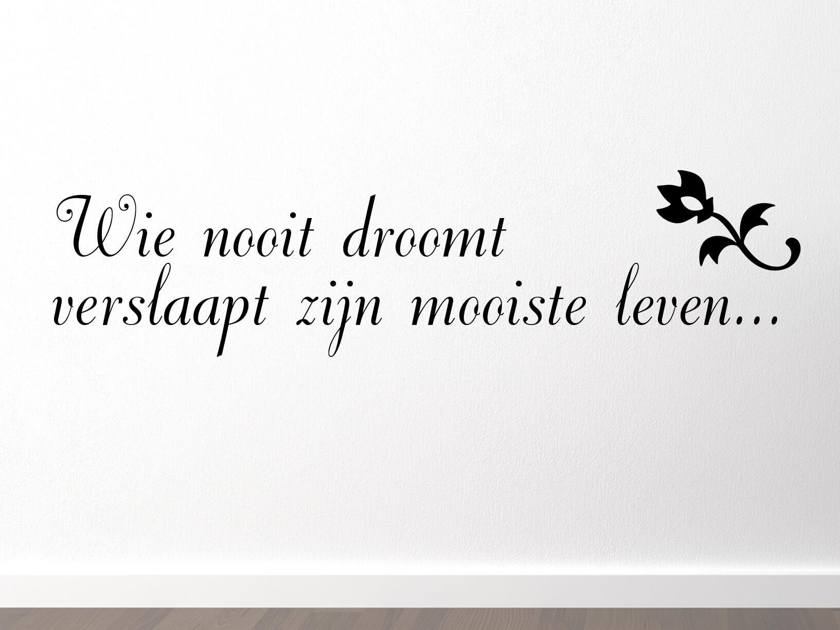 """Muursticker """"Wie nooit droomt verslaapt zijn mooiste leven..."""""""